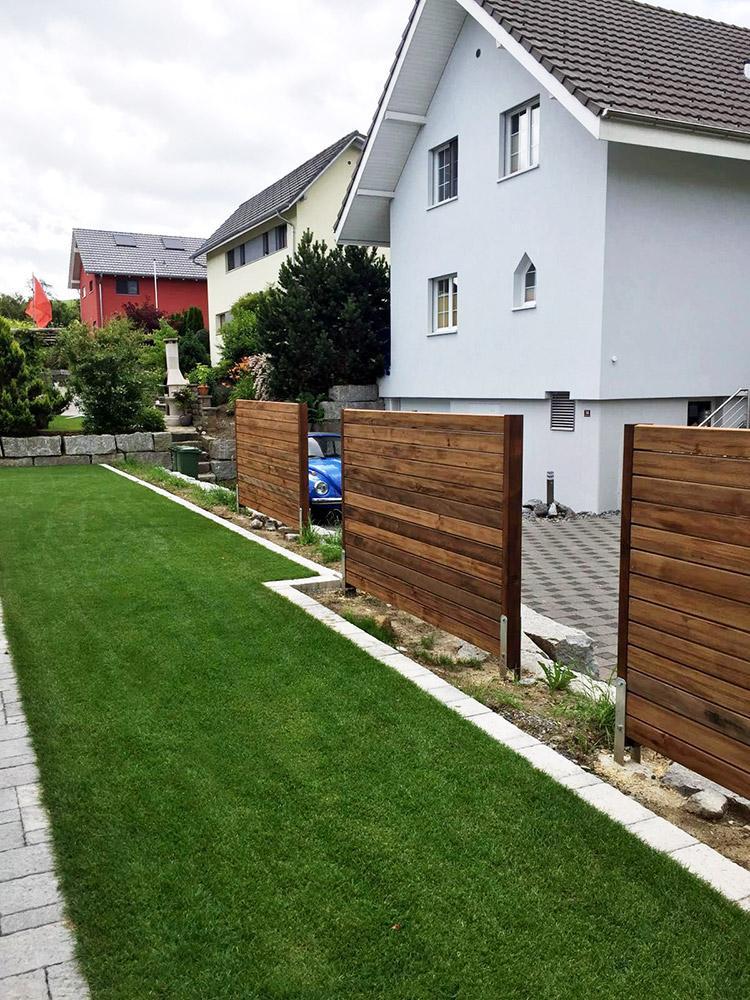 Gestaltung eines Vorgarten mit Sichtschutzwänden