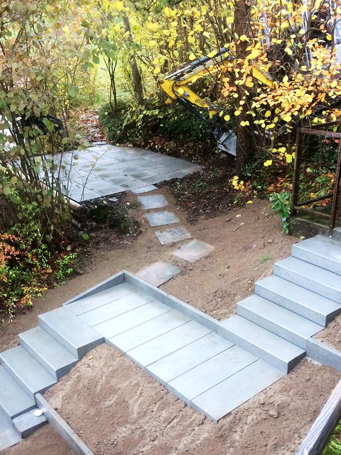 Treppe mit Blockstufen und Gartensitzplatz